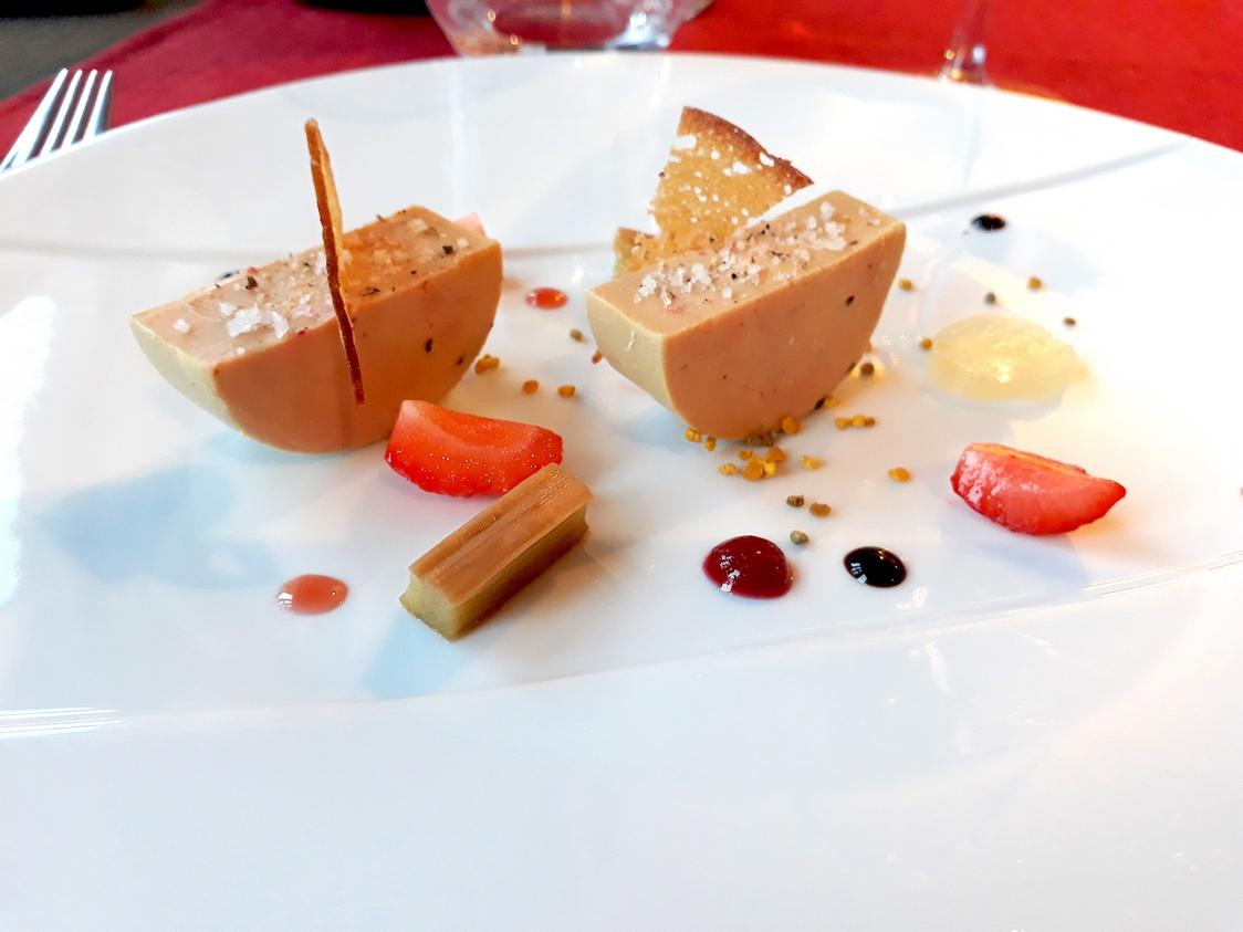 Foie-gras-fraises-rhubarbe-hydromel-