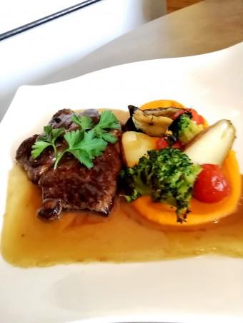 Entrecote, petits légumes © Gourmets&co