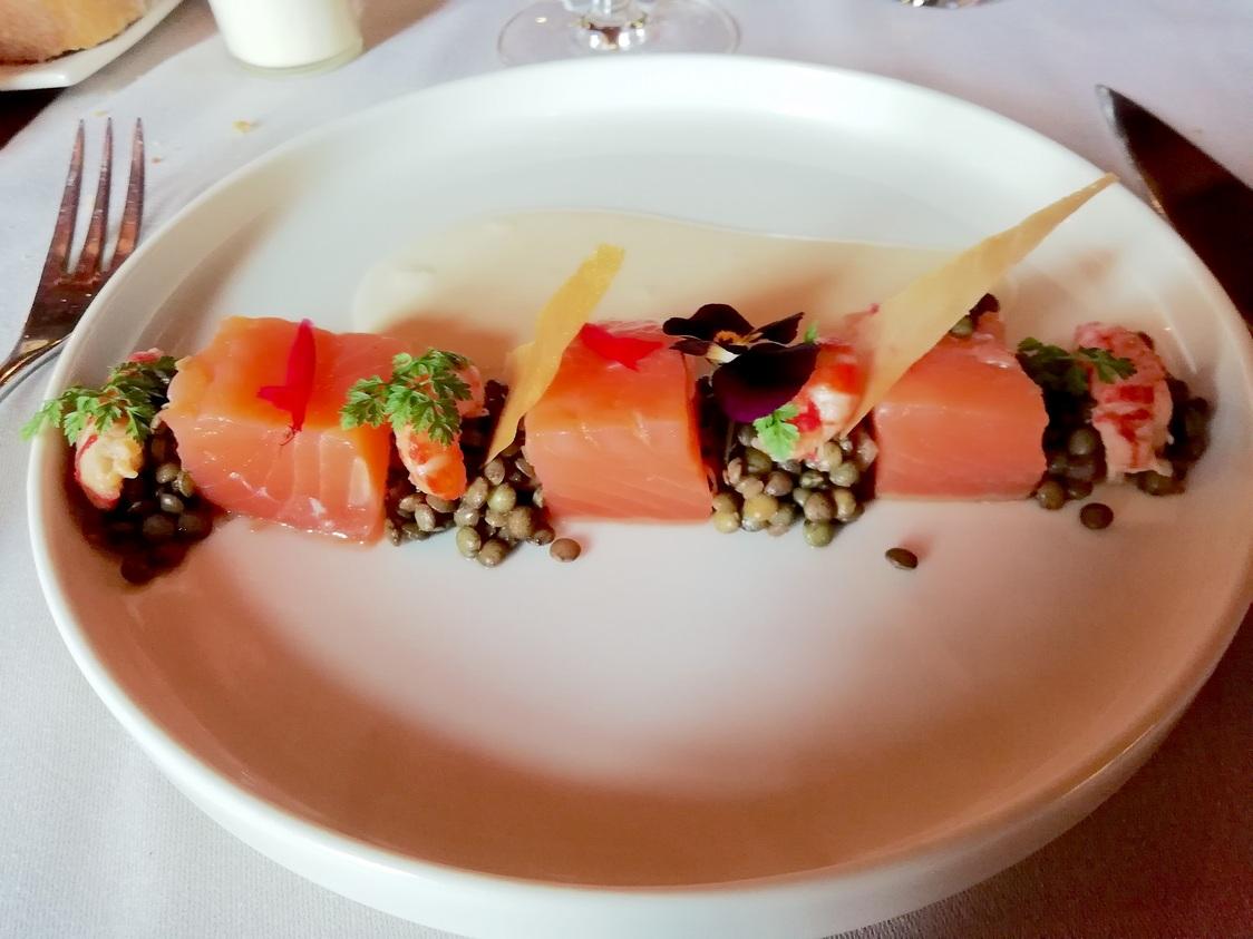 Saumon fumé, lentilles, ecrevisses © Gourmets&co