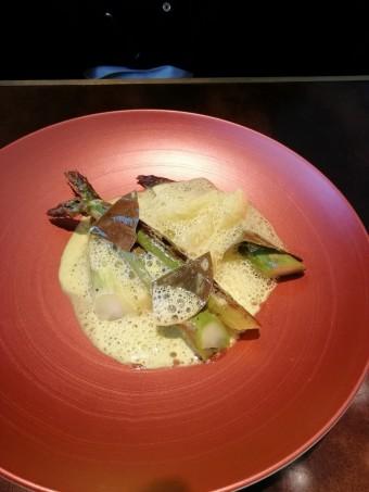 Asperges vertes, beurre fourtté aux agrumes © Gourmets&co