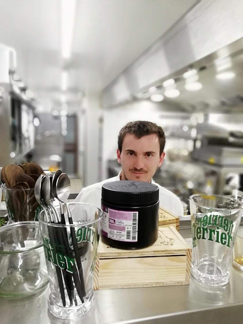 Le chef en cuisine ! © Gourmets&co