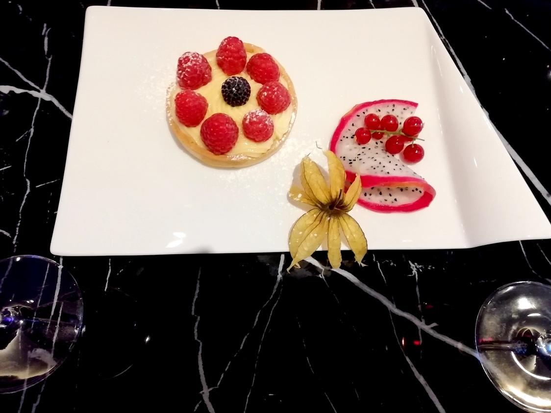 Tartelette citron, framboises © Gourmets&co