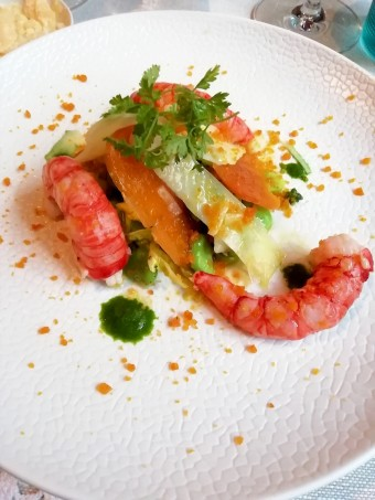 Salade de fèves, gambas © Gourmets&co