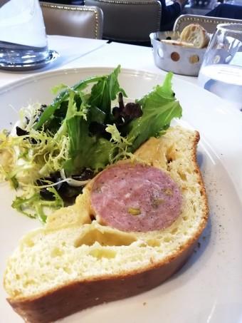 Saucison pistaché en brioche © Gourmets&co .