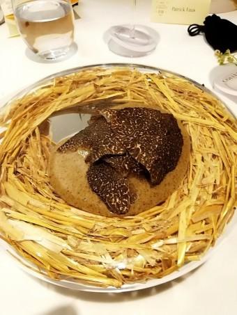 L'œuf de poule Carrus _pourri_ de truffes © Gourmets&co .