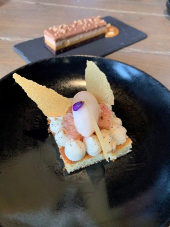 Pamplemousse et pain de Gènes_ Snickers (au fond) © Olivia Goldman