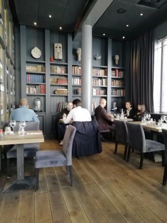 Salon bibliothèque © Gourmets&co