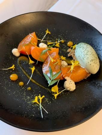 Abricots pochés au sirop de badiane © Olivia Goldman