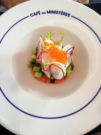 Truite rose française bio en tartare, crème citronnée © Gourmets&co