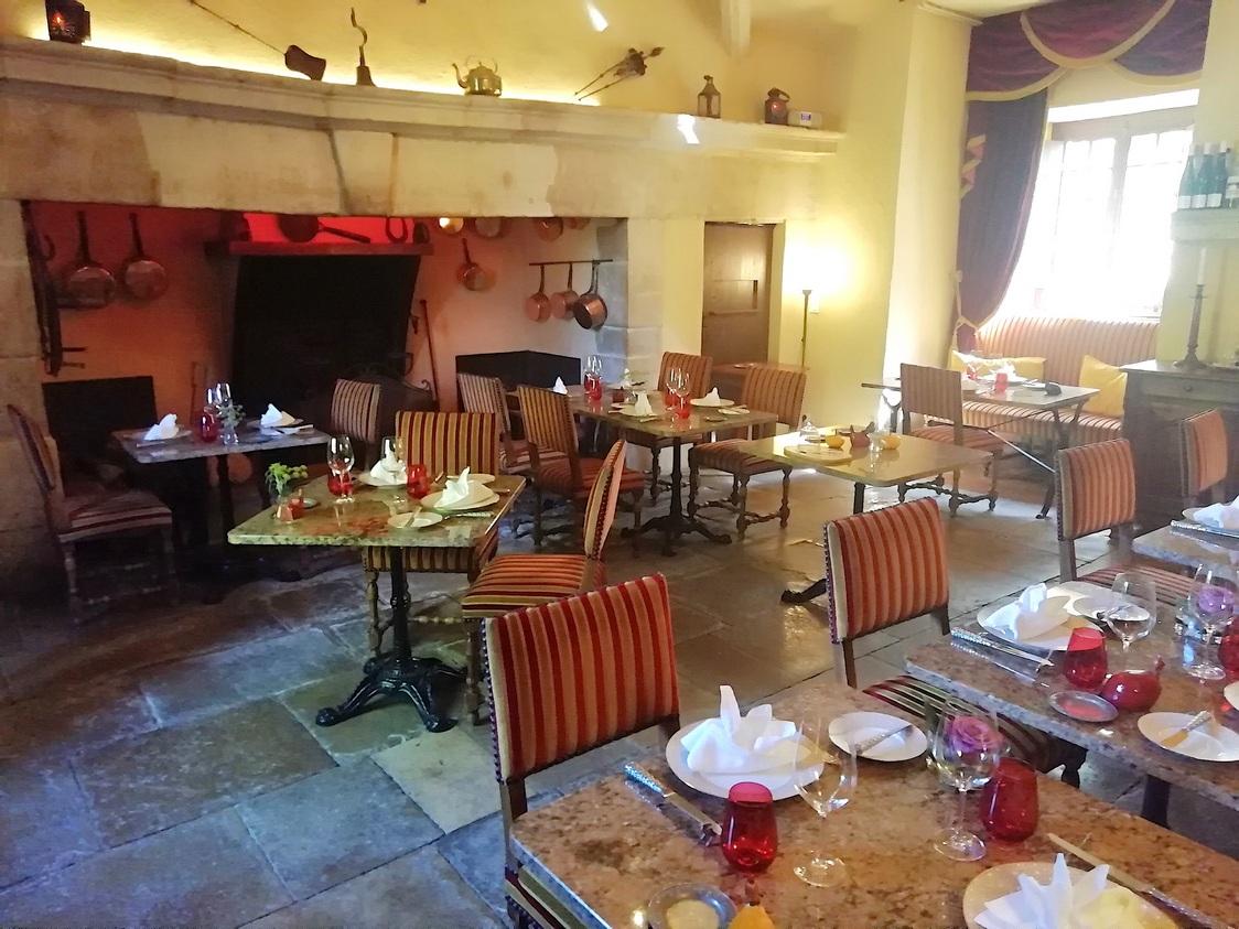 restaurant dans les anciennes cuisiens © Gourmets&co