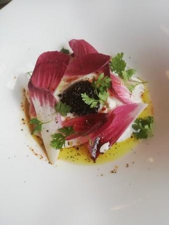 Buratta, salade d'endives, caviar