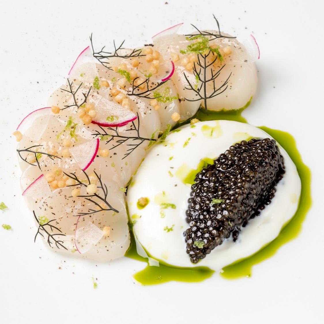 Saint Jacques en Carpaccio caviar d'Aquitaine et crème crue, riz soufflé 5 - copie