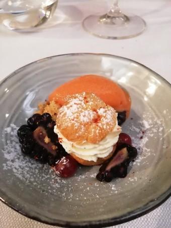 Chou crème, fruits rouges © Gourmets&co