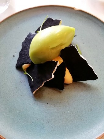 Crémeux bergamote, meringue poivre long © Gourmets&co
