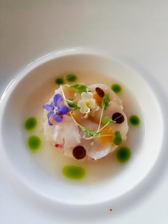 Saint-Jacques, poire Williams, radis © Gourmets&co