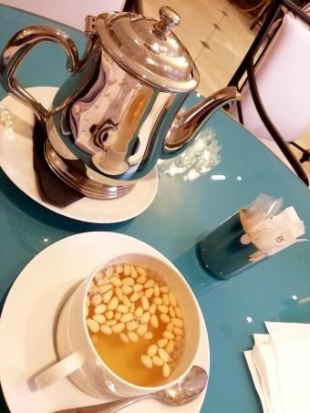 Thé à la menthe et pignons de pin © Gourmets&co