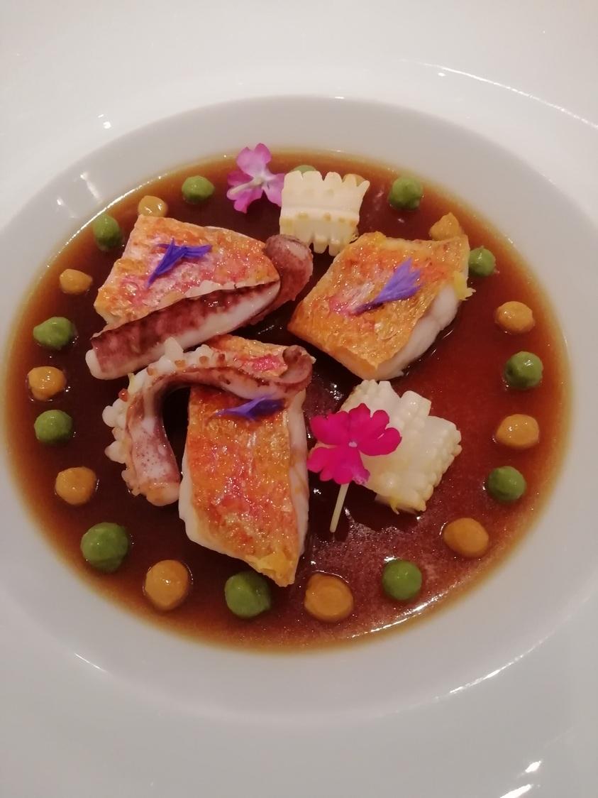 Fine gelée de bouillabaisse, rouget, encornets © Gourmets&co