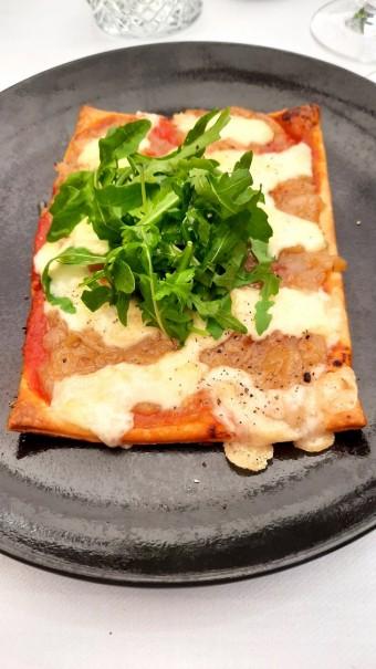 Pizzette oignons tomates... © Gourmets&co