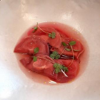 Ravioles betteraves rouges, foie gras, bouillon betteraves jaunes © Patrick Faus